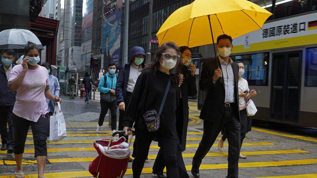 相對澳門一開始就實施口罩實名制,穩定民生物資,充分揭露資訊,感覺上香港政府在初期...