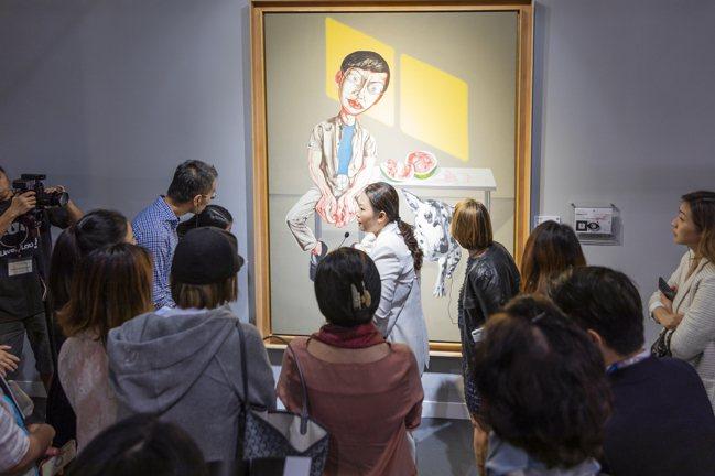 佳士得藝術學院課程包括帶領學生參觀展覽與藝術,例如香港大學的藝廊。 圖/佳士得提...