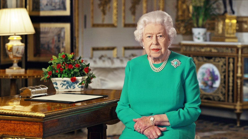 伊莉莎白二世特別提到了她在1940年——二次世界大戰的「不列顛戰役」高峰期間——...