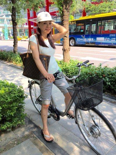 蔣黎麗常騎腳踏維持身材。 圖/陳慧貞 攝影