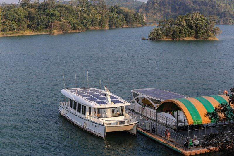 烏山頭水庫湖光山色之美,呈現靜謐美感。 圖/台南市政府觀光旅遊局提供