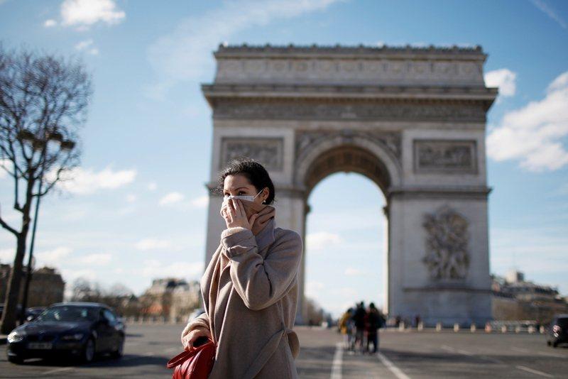 法國人不喜歡戴口罩,他們普遍認為,生病的人才需要戴口罩。攝於3月15日。 圖/路透社