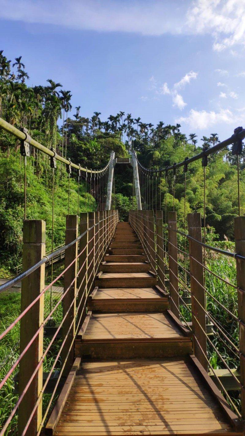 草嶺小天梯,其全長85公尺、落差70公尺,獨特造型相似竹山天梯,因而素有小天梯之...