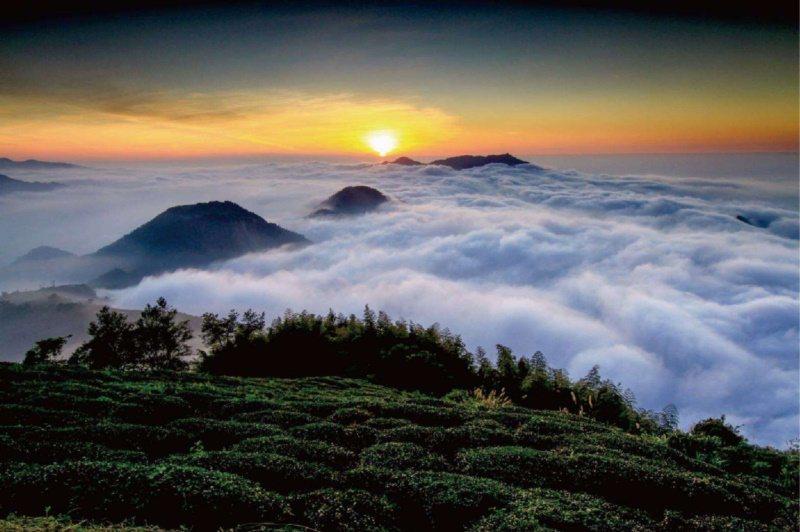踏上雲嶺之丘可以遠眺山景,天氣好的話還能看見雲海、夕陽餘暉。 圖/雲林縣府提供