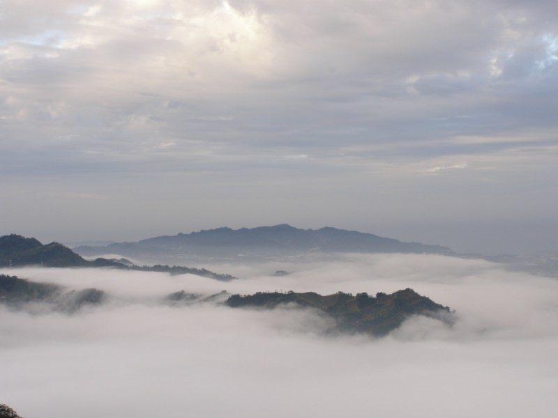 踏上雲嶺之丘可以遠眺山景,天氣好的話還能看見雲海、夕陽餘暉。 圖/李京昇 攝影
