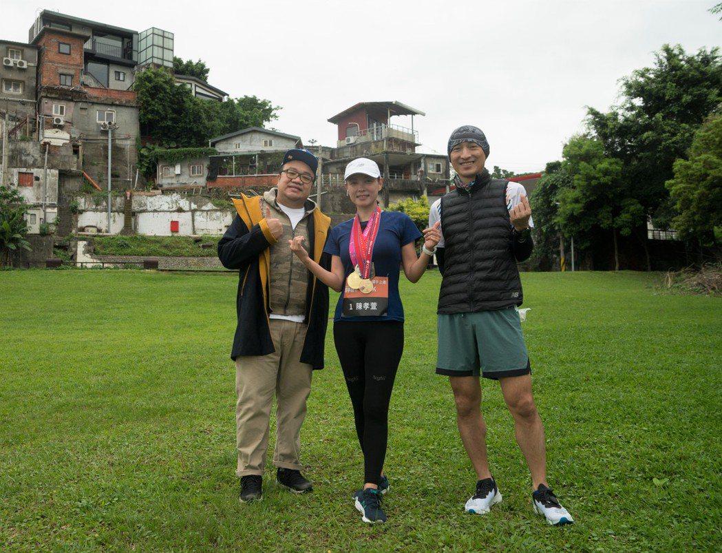 完賽合照  (左一)公益計畫主持人知名導演葉天倫、(右一)總教練最速總經理王冠翔