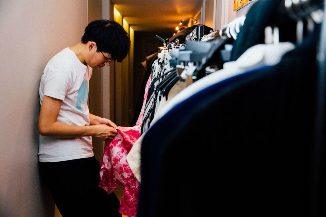 對於服裝季度主題的架空世界觀向來執著的詹朴,相信在創作上保留一點距離感不是壞事。...