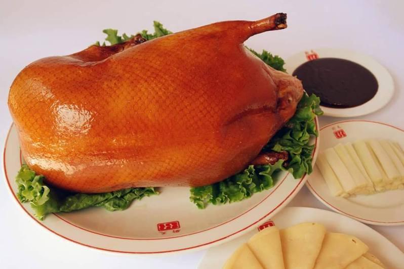 天廚菜館的北平烤鴨,是許多饕客必點的招牌菜。圖/取自天廚菜館粉絲頁