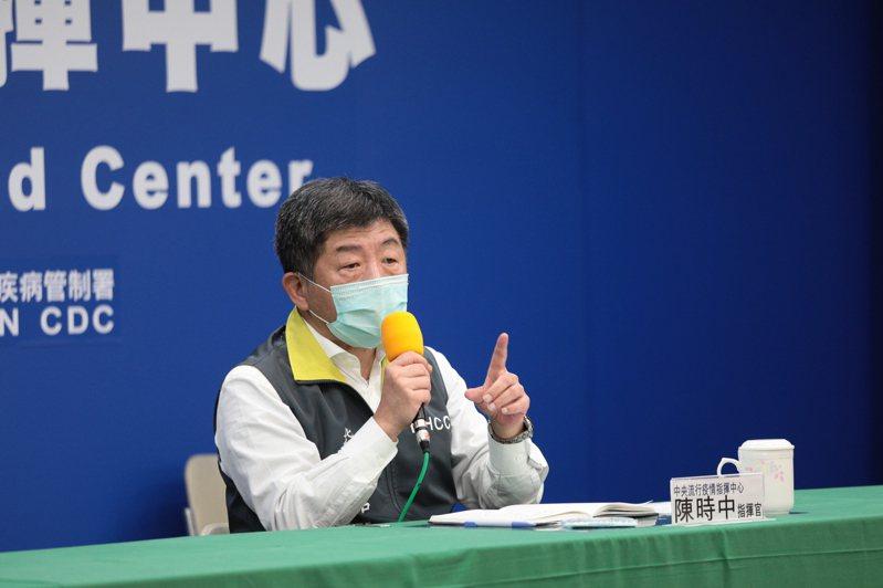 中央流行疫情指揮中心指揮官陳時中表示,「上班族是否一定要一天一片口罩呢」,很多人要一天一片,有人說要14天10片,這跟大家的生活習慣有關,但14天9片應該足夠使用。圖/衛福部提供