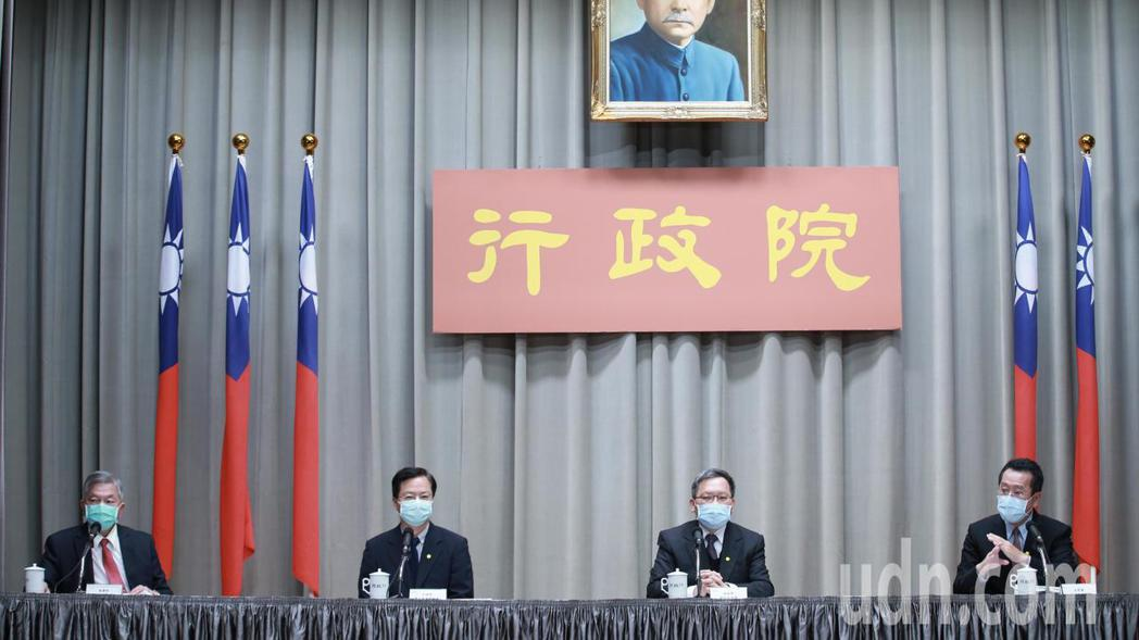 行政院下午召開「融資貸款協助說明」記者會。記者許正宏/攝影