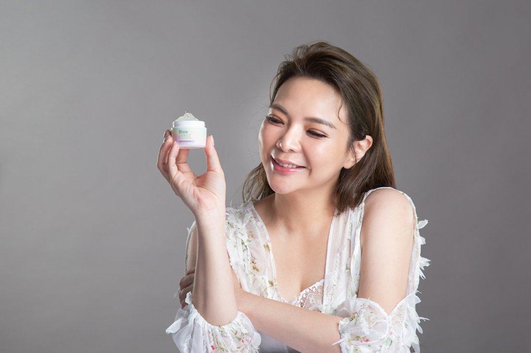 小甜甜推出個人品牌保濕凍膜。圖/小甜甜提供