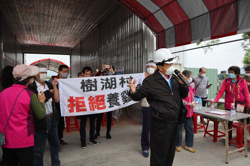卜蜂集團計畫在花蓮壽豐鄉樹湖村興建養殖20萬隻蛋雞的養雞場,卻遭近百名樹湖村民抗議。記者王思慧/攝影