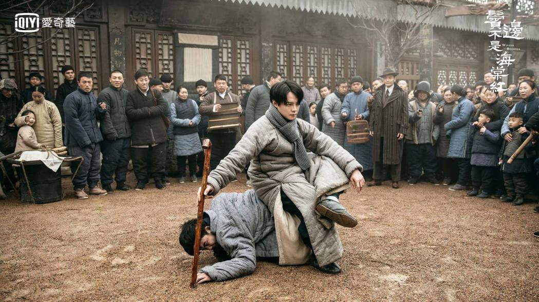尹正在「鬢邊不是海棠紅」中力抗惡勢力,有如宮鬥情節。圖/愛奇藝台灣站提供