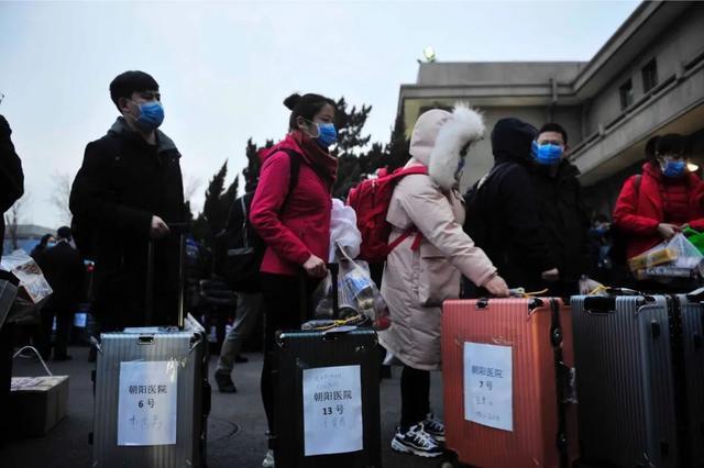 大陸共調派 4萬2千多名各省醫療人員前進湖北救援。(健康時報)