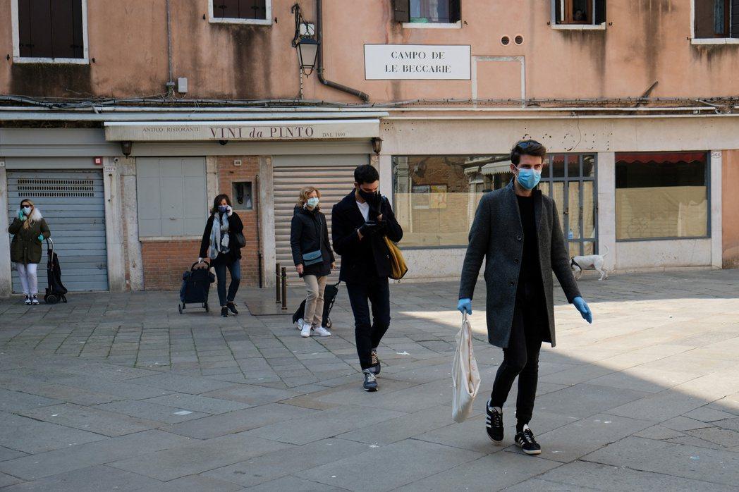 維內托提高測試病毒和持續追蹤的水準,被外界視為防疫效率高於倫巴底的主因。路透