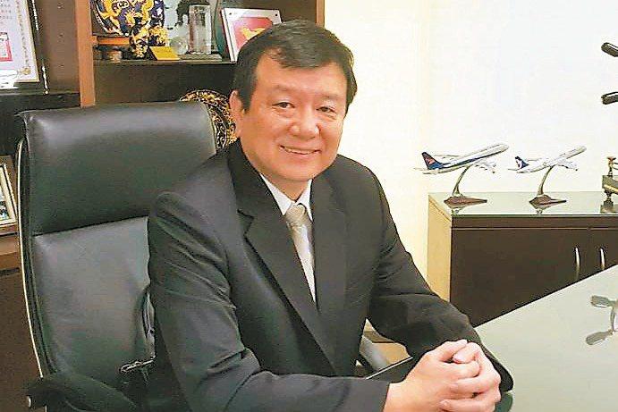 中華民國旅行公會全聯會理事長蕭博仁坦言「從事旅遊業卅年來,從沒見過這麼大的產業衝...