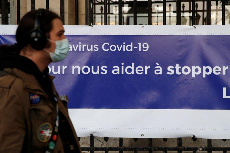 法國一些城鎮陸續宣布,打算強制民眾出外時戴口罩。圖/路透社