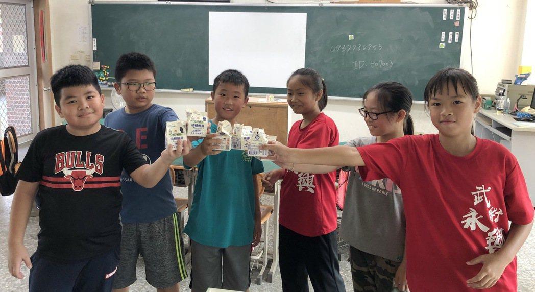 中華開發「營養100計畫」提供南投縣魚池鄉東光國小學童更完善均衡的營養。 中華開...