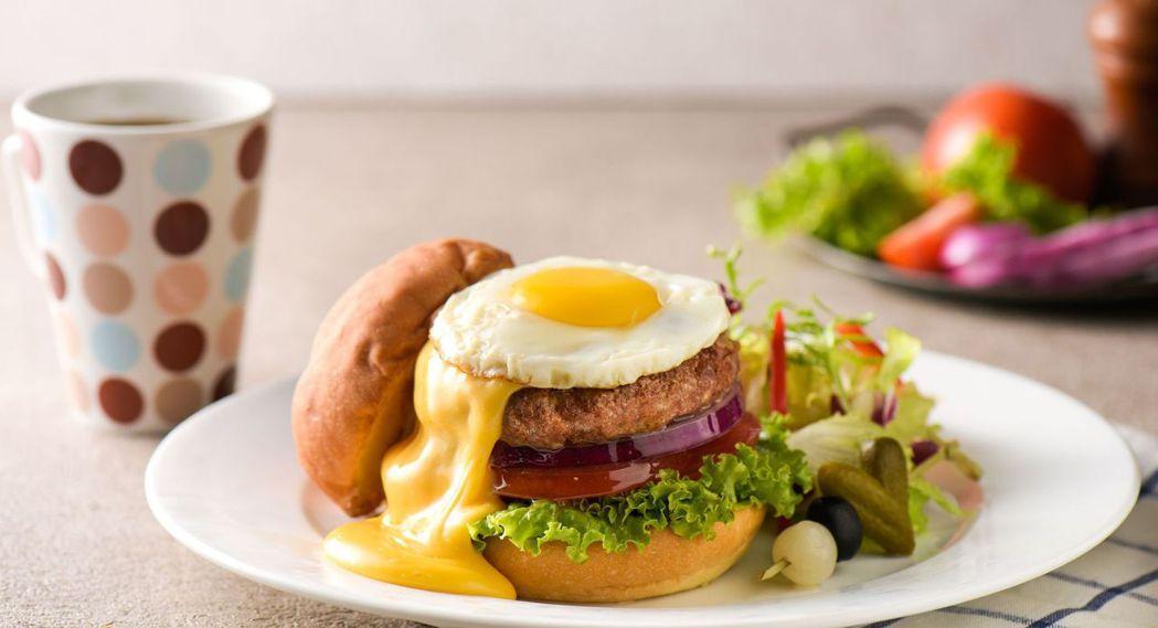 和逸飯店.台南西門館的起士瀑布牛肉堡下午茶餐。  和逸飯店 提供