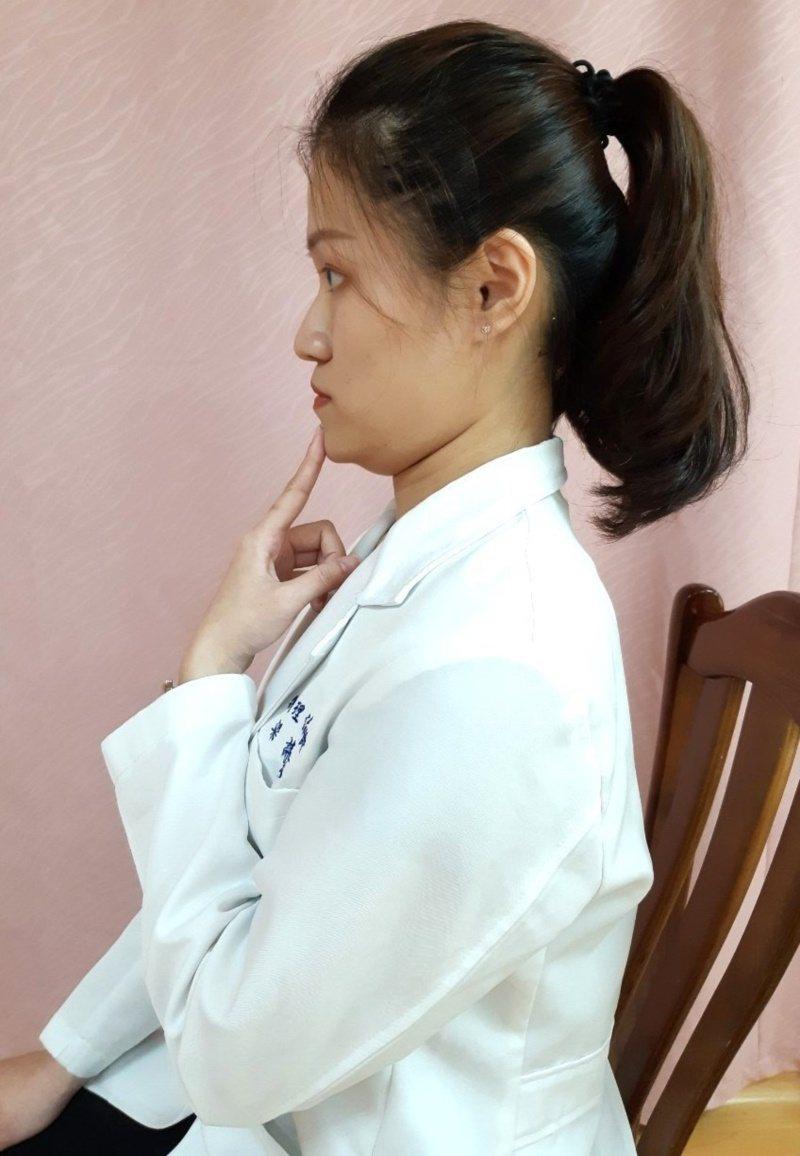 第一招:下巴後縮運動。 圖/大千醫院提供