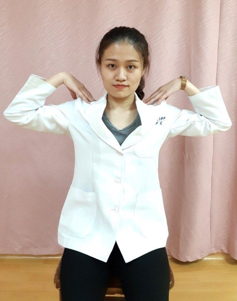 第二招:肩胛繞圈運動。 圖/大千醫院提供