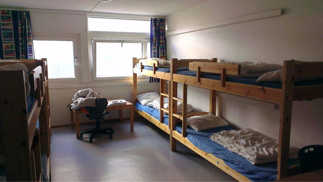 在國外時黃以倫小心規劃預算,圖為他在法國住過的房間。圖/黃以倫提供