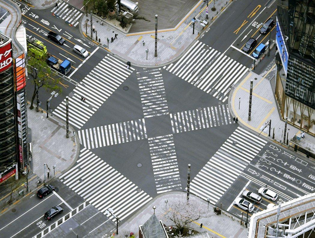 儘管東京在半個多月來已經全力宣導「進入防疫關鍵時刻」,連日實施外出自肅政策,然而...