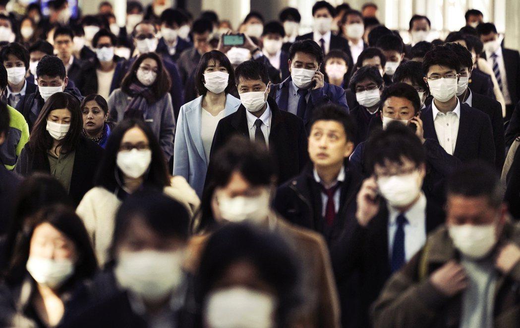 「是不是先離開東京,回老家避一避比較好?」雖然有外出自肅,但東京許多公司行號依然...