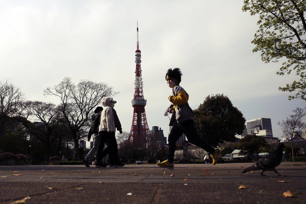 「請住在東京的人好好在家繭居,別幹蠢事。」諸如此類的勸說醒世,也就跟著在社群網路...