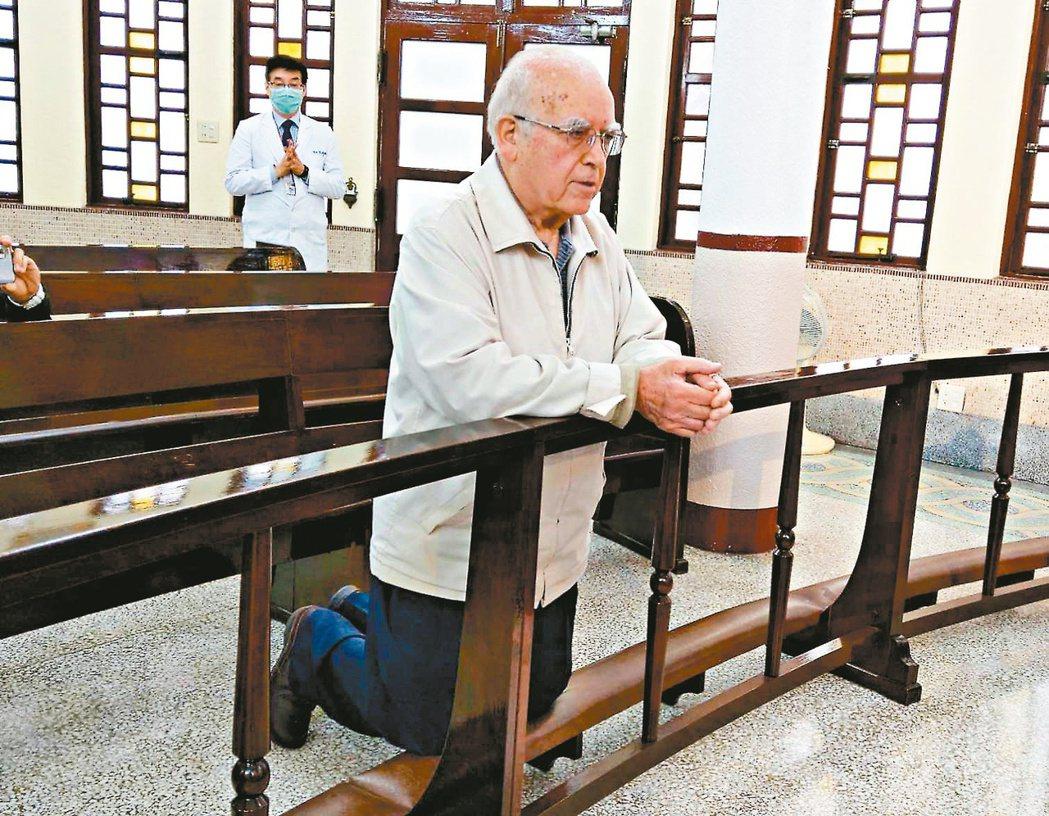 天主教台灣靈醫會會長呂若瑟神父透過視訊與義大利總會連絡,得知好多同學跟朋友都死了...