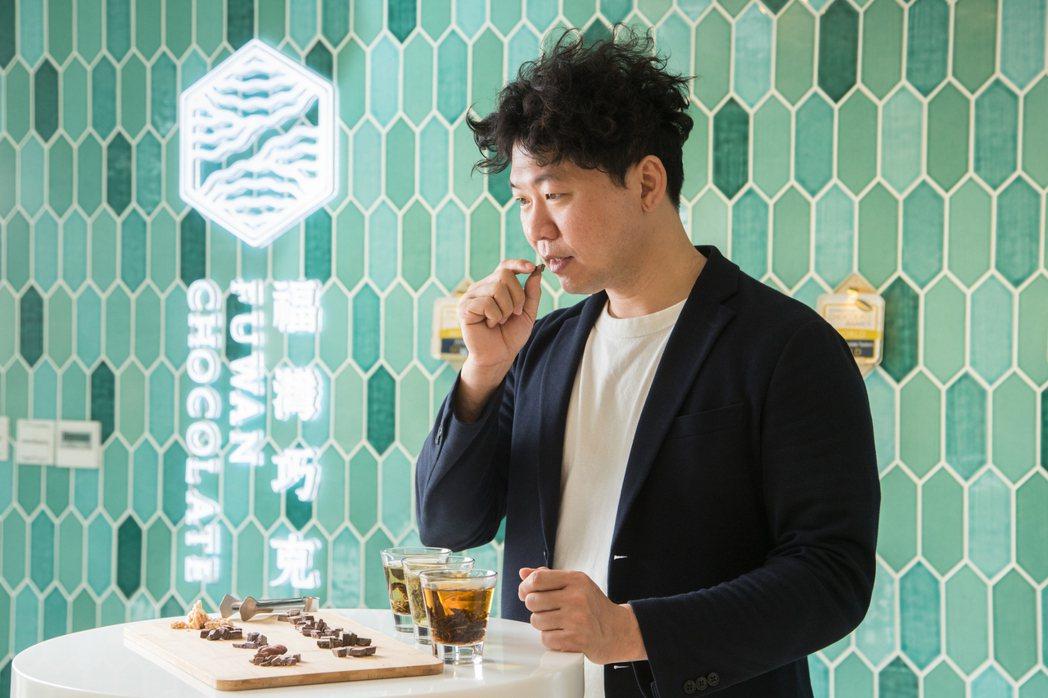 許華仁用巧克力說臺灣的故事。 圖/陳立凱 攝影