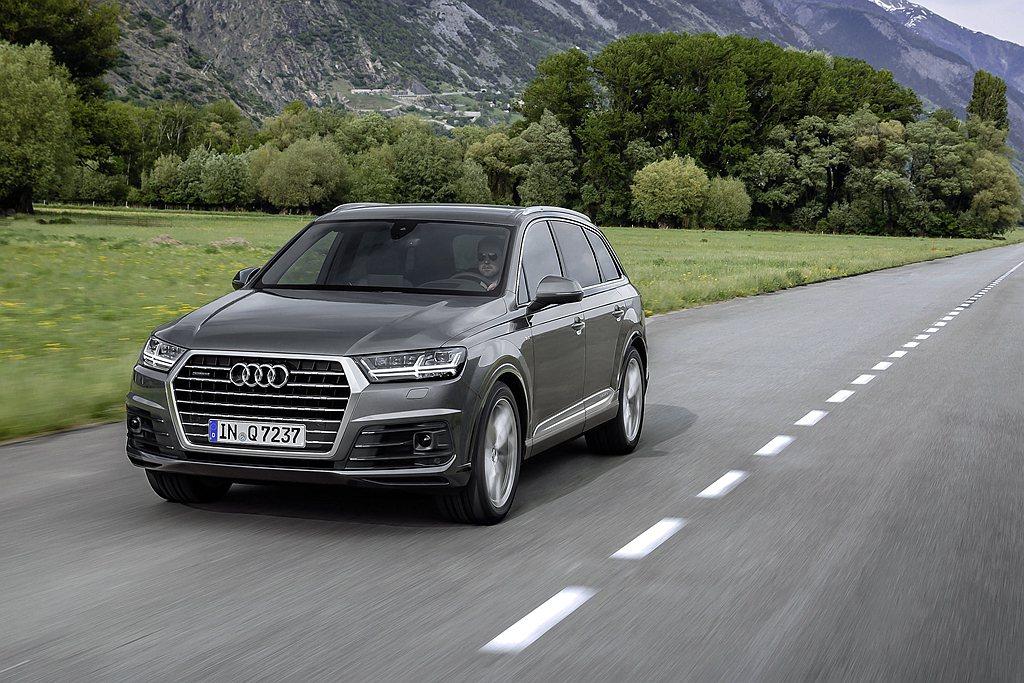 Audi Q7 S line進化版外觀升級以S line套件、S line車頂後...