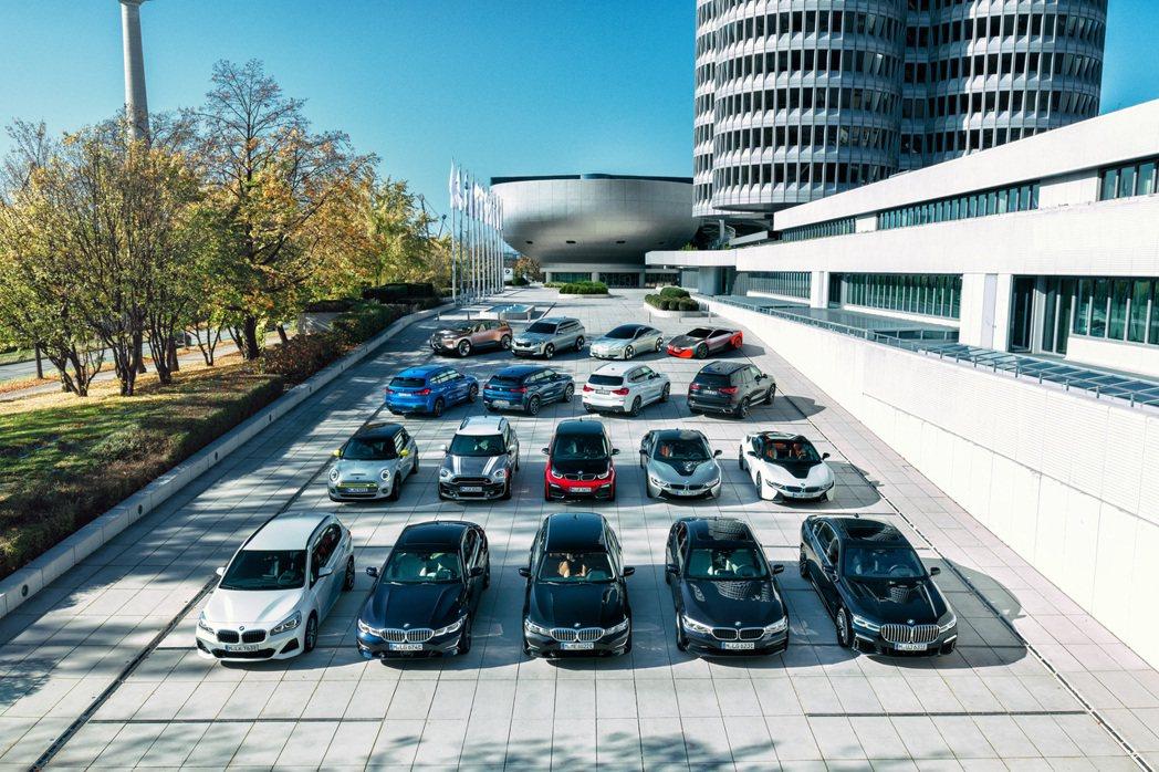 BMW AG集團在今年一月至三月銷量共477,111輛,相較去年同期衰退了20....