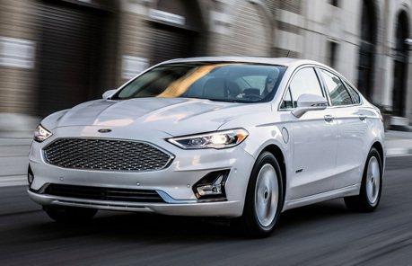 賣完就下台一鞠躬!Ford Fusion最後一年還新增了三種車色