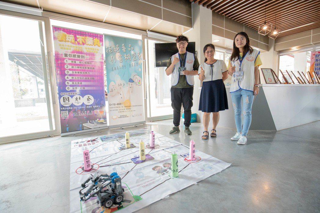 嘉藥校內各系合作做出反毒AI機器人。 嘉藥/提供