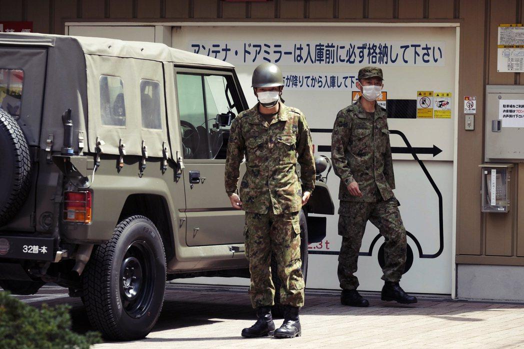 7日協助緊急事態防疫工作的日本自衛隊。根據日本中央政府的宣布措施,緊急事態下的大...