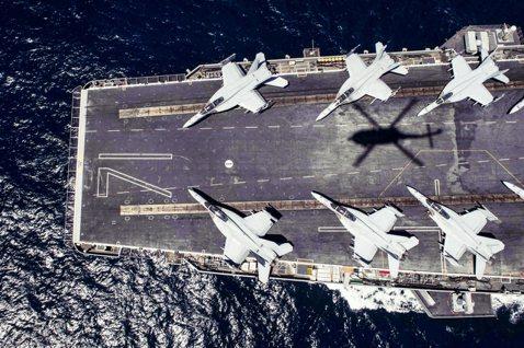 羅斯福號風雲:在愛與任務之間?染疫航母與海軍部長的「求救艦長笨蛋論」