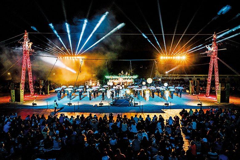 《璀璨盛夜》臺灣首演、臺中限定的戶外高空特技秀,吸引滿場觀眾前來感受震撼! 【圖‧臺中市政府文化局】