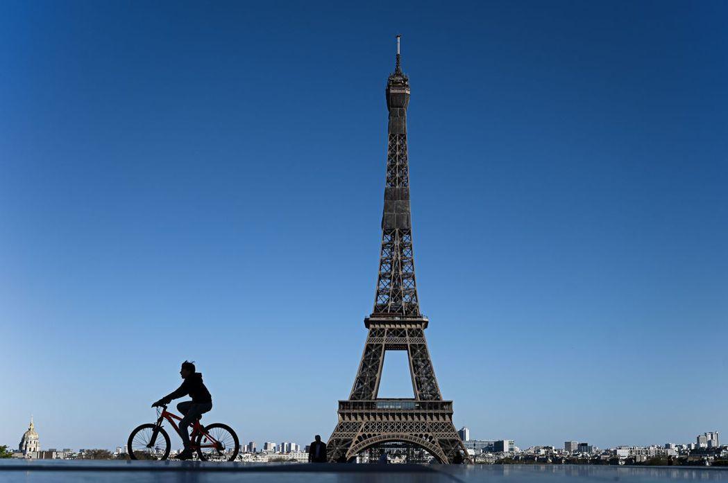 法國創下新冠肺炎單日最高死亡人數833人。法新社
