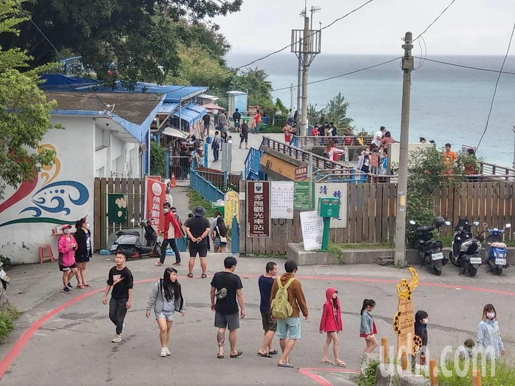 台東南迴熱門景點「多良火車站」,清明節4天連假人潮累計破萬人次,每天仍有不少遊客...