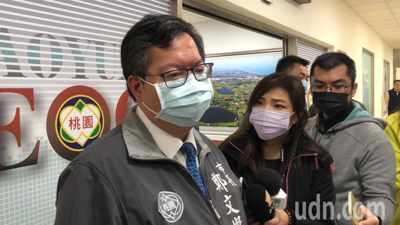 鄭文燦說,某長照中心染疫的護理師已經痊癒,再過14天居家檢疫就能恢復上班。記者曾健祐/攝影