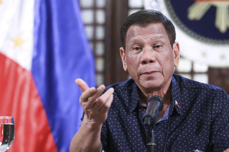菲律賓總統杜特蒂日前下令,如果民眾不配合防疫措施,執法人員可直接開槍擊斃。美聯社