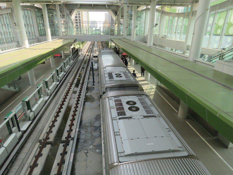 台中捷運綠線預計年底通車,市長盧秀燕今前往視察。記者黃寅/攝影