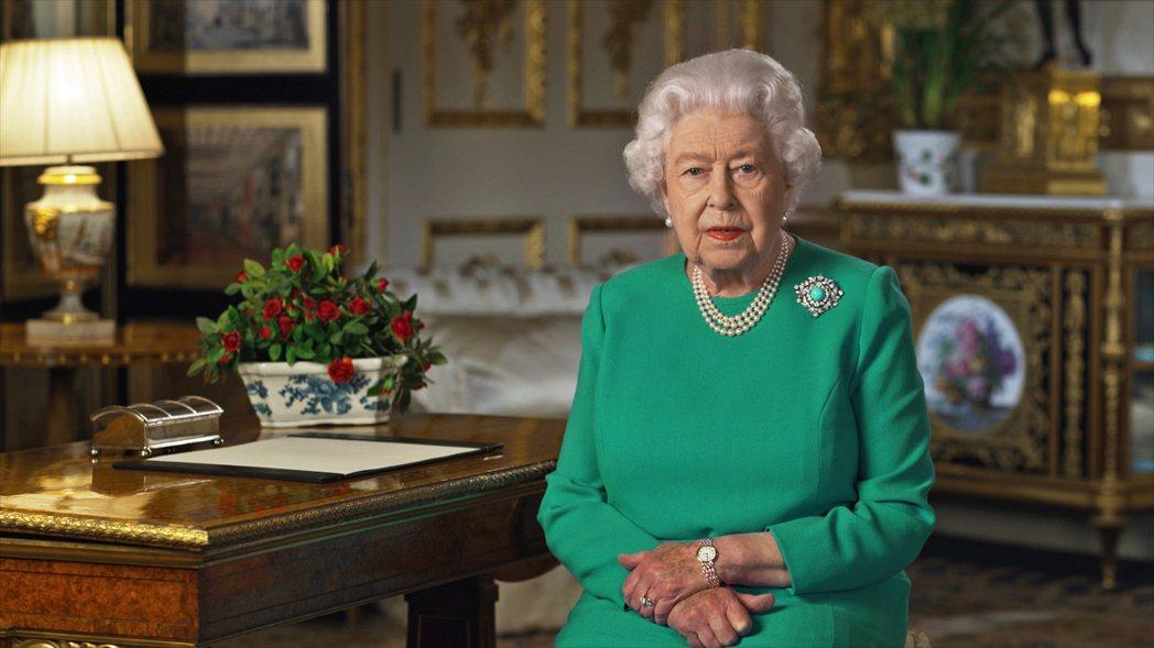 圖為英國女王5日向全國發表演說畫面。法新社
