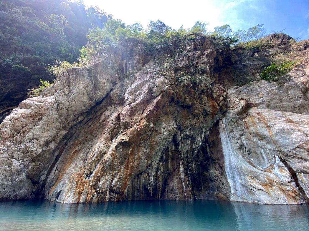 黃遠閒暇之餘會去海邊或是山上,分享大自然美景。圖/黃遠提供