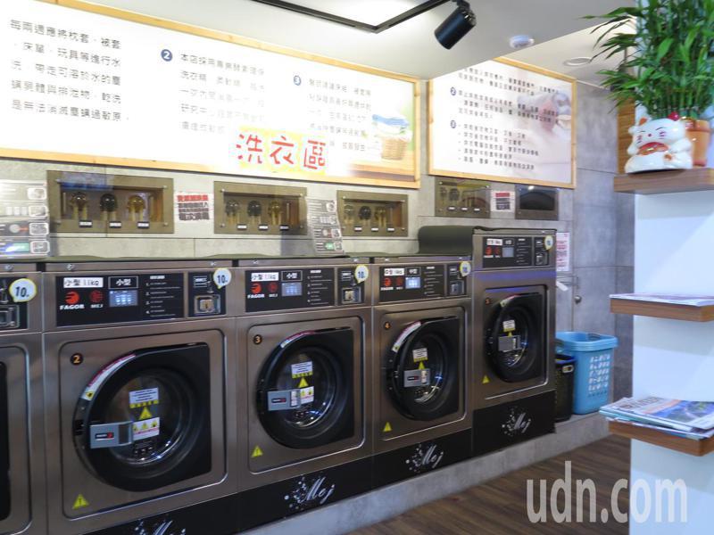 無人洗衣店越來越多,但噪音管制問題,讓業者傷透腦筋,圖為無人洗衣店場景。記者張裕珍/攝影