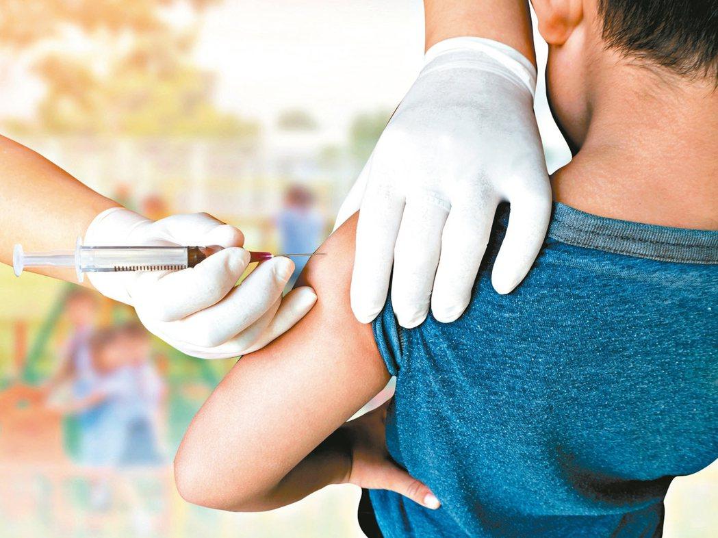 新冠肺炎疫情延燒,民眾避免進出醫療院所,間接影響預防接種意願。 圖╱123RF