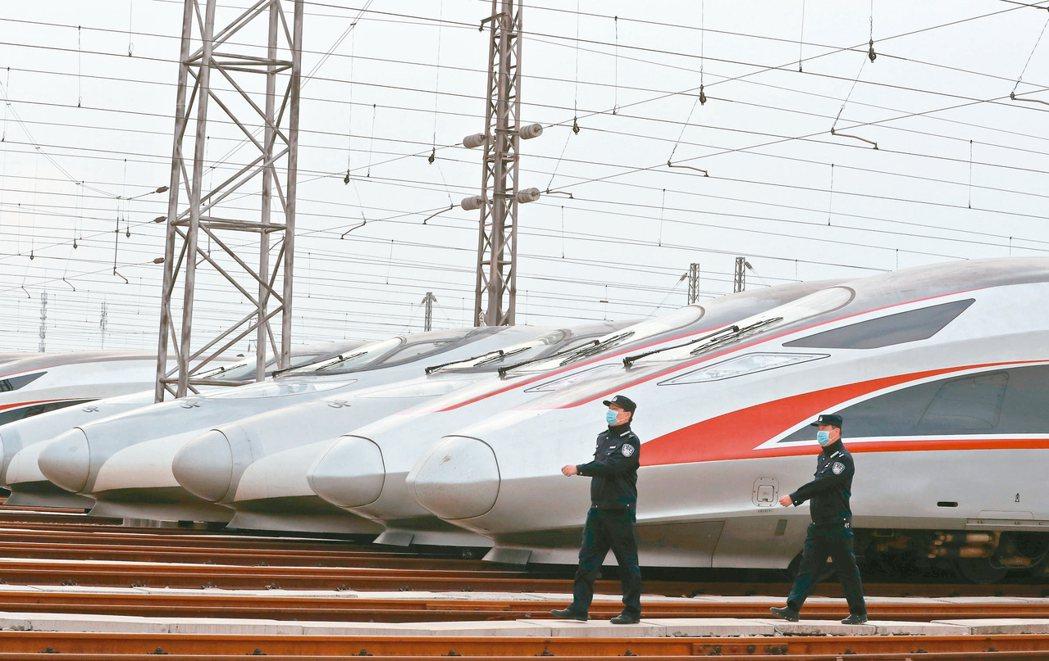 武漢今天解封,武漢高鐵列車整裝待發。 新華社