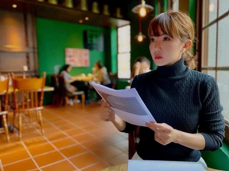 謝忻被爆在咖啡館打工。圖/摘自臉書