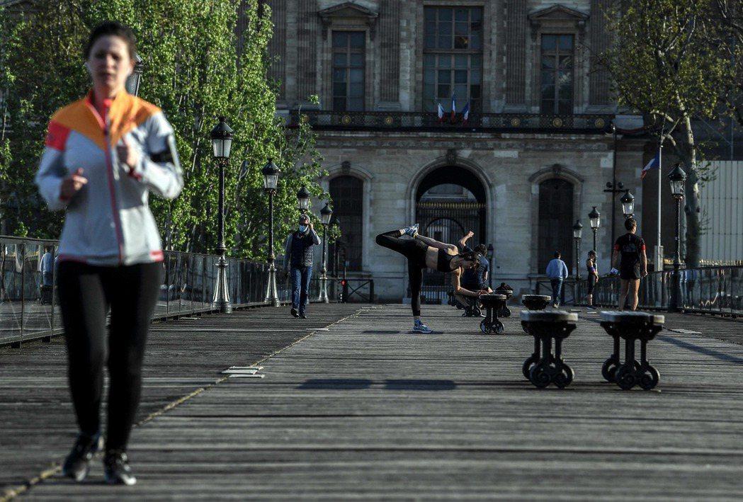 法國首都巴黎再祭鐵腕政策,宣布自8日起禁止市民在上午10時至傍晚7時間外出運動,...